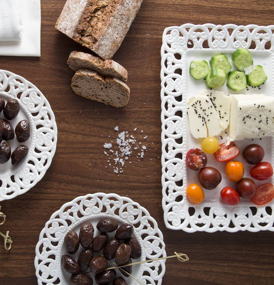 Family Farms προϊόντα με δαμασκηνοελιές Velouitinos και Ανθό αλατιού Astarti